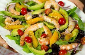 Salada Tropical com Manga e Camarão